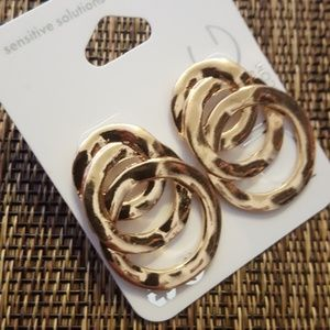 Interlocking Circle Gold Earrings